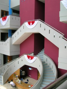 Ruang Lobby dan Akses Tangga ke lantai Atas RSU Prasetya Bunda Tasiklamaya