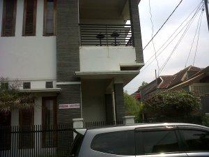 Spesifikasi: Lokasi sekitar Sayap jalan Buah Batu, Lt 240 Lb 450, 4 kamar tidur, 3 kamar mandi, 1 kamar mandi dalam, Harga Rp 2.950.000.000,- Hub: 0812 2016 6708