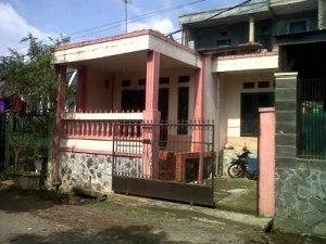 Spesifikasi: Lokasi di Kompplek Tamansari Manglayang Regency, Lt 90 Lb 70, dua lantai, 3 kamar tidur, 2 kamar mandi, ruang tamu, ruang keluarga, dapur, carport, harga ditawarkan Rp 345.000.000,-